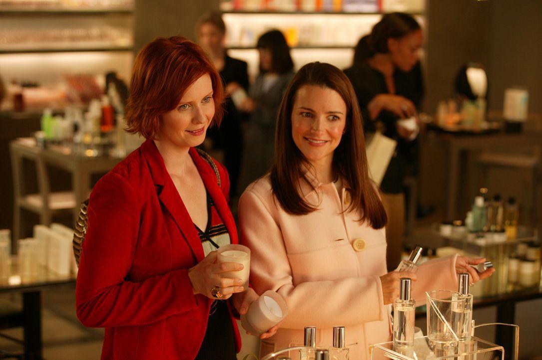 Eine gute Gelegenheit, um diverse Probleme zu besprechen: Miranda (Cynthia Nixon, l.) und Charlotte (Kristin Davis, r.) ... - Bildquelle: Paramount Pictures