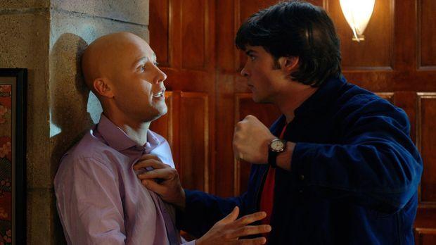 Durch Simones Amulett verzaubert, wird Clark (Tom Welling, r.) fast wahnsinni...