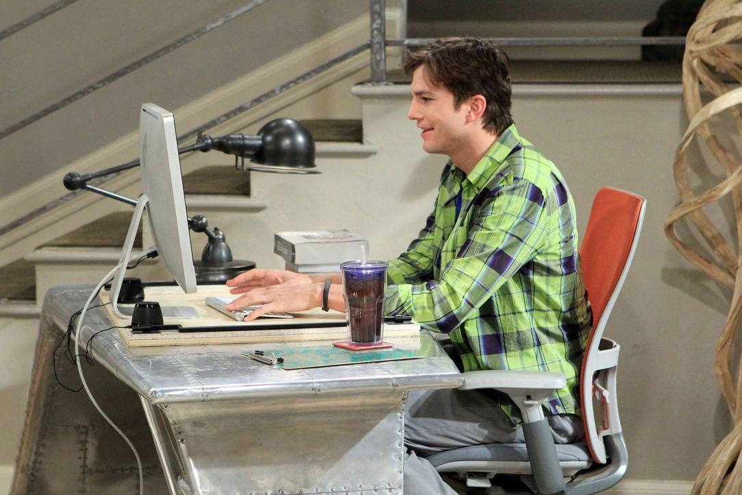 Gerät wegen eines Toasters in einen handfesten Streit mit Alan: Walden (Ashton Kutcher) ... - Bildquelle: Warner Brothers Entertainment Inc.