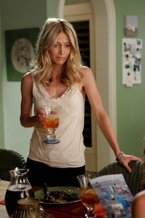 Kirsten (Kelly Rowan) möchte Julie ein Apartment vermitteln, doch Charlotte hat ihre Finger im Spiel und erledigt dies auf ihre Weise ... - Bildquelle: Warner Bros. Television
