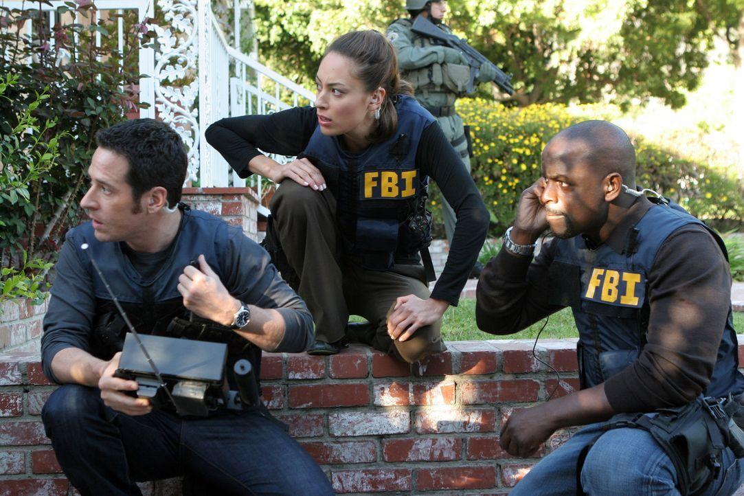 Don (Rob Morrow, l.), Special Agent Liz Warner (Aya Sumika, M.) und David (Alimi Ballard, r.) ermitteln in einem neuen Fall ... - Bildquelle: Paramount Network Television