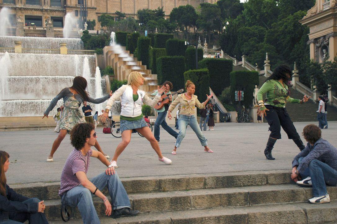 """In Spanien kommt es für die """"Cheetah Girls"""" (v.l.n.r.) Aqua (Kiely Williams), Dorinda (Sabrina Bryan), Chanel (Adrienne Bailon) und Galleria (Raven)... - Bildquelle: Buena Vista International Television"""