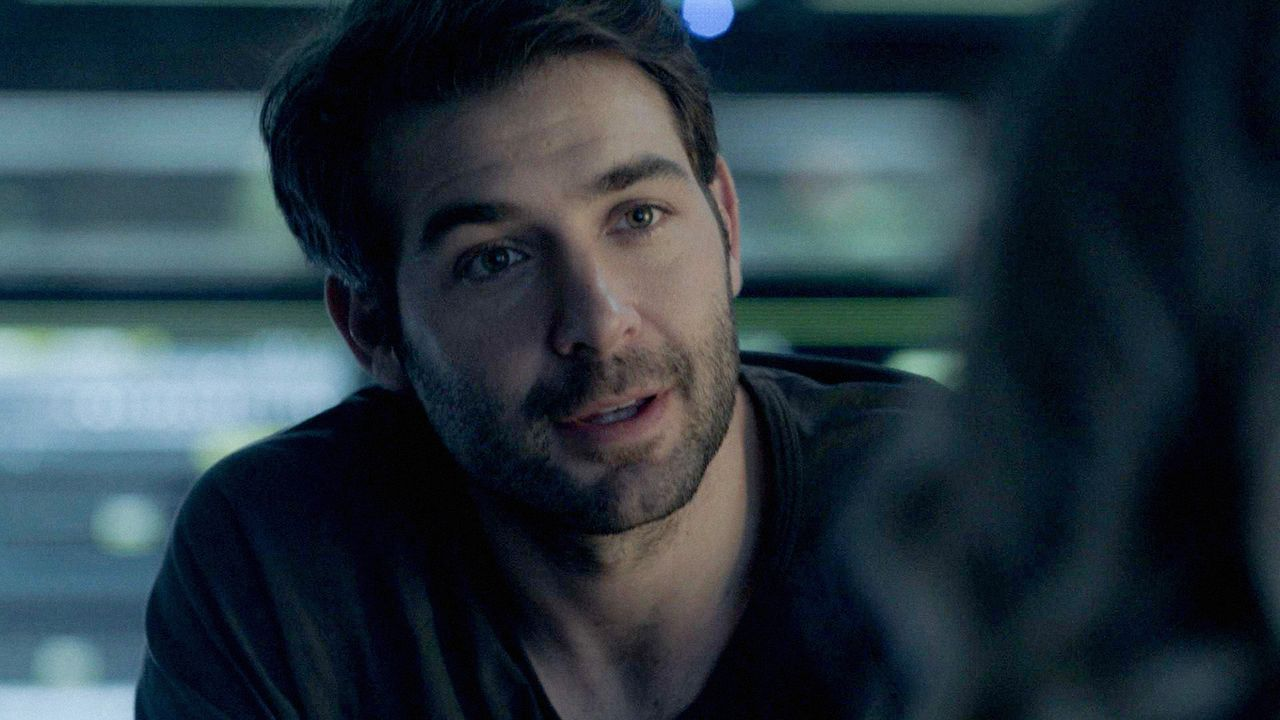 Hat Jackson (James Wolk) verborgene Fähigkeiten? - Bildquelle: 2017 CBS Broadcasting, Inc. All Rights Reserved