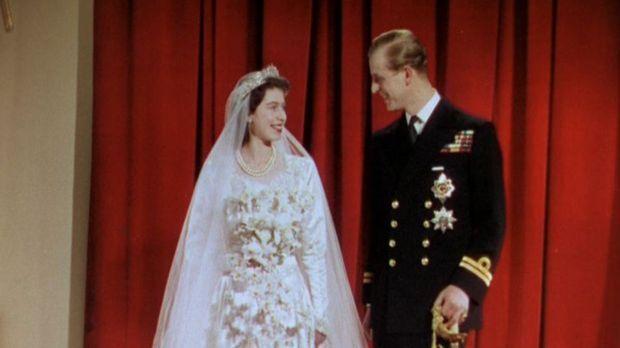 Prinzessin Elizabeth (l.) und Leutnant Philip Mountbatten (r.) von der Royal...