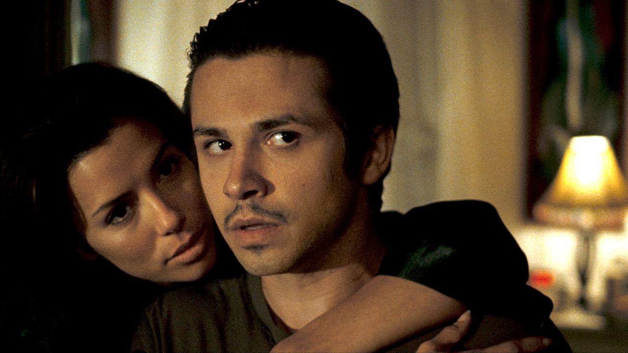 Mike (Freddy Rodriguez, r.) wird von Freundin Sylvia (Eva Longoria, l.) bedrängt, sich endlich einen Job zu suchen. Davon unbeeindruckt zieht er lie... - Bildquelle: 2007 Splendid Medien AG