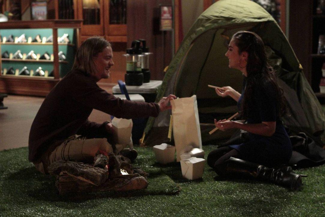 Nachdem sich gezeigt hat, dass Greg außerhalb des Spielfelds ein Verlierer ist, gibt Mandy (Molly Ephraim, r.) ihm den Laufpass und kommt so Kyle (C... - Bildquelle: 2011 Twentieth Century Fox Film Corporation