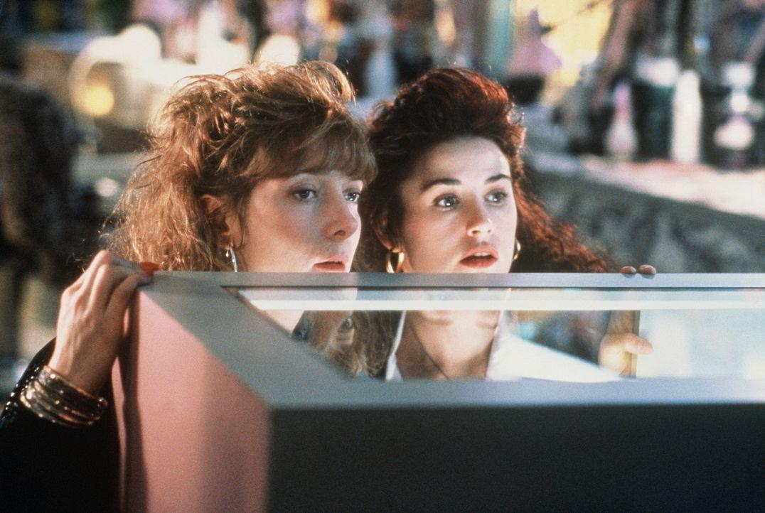 Lug und Trug: Joyce (Glenne Headly, l.) und Cynthia (Demi Moore, r.) versuchen, einen Mord zu vertuschen ... - Bildquelle: Columbia Pictures