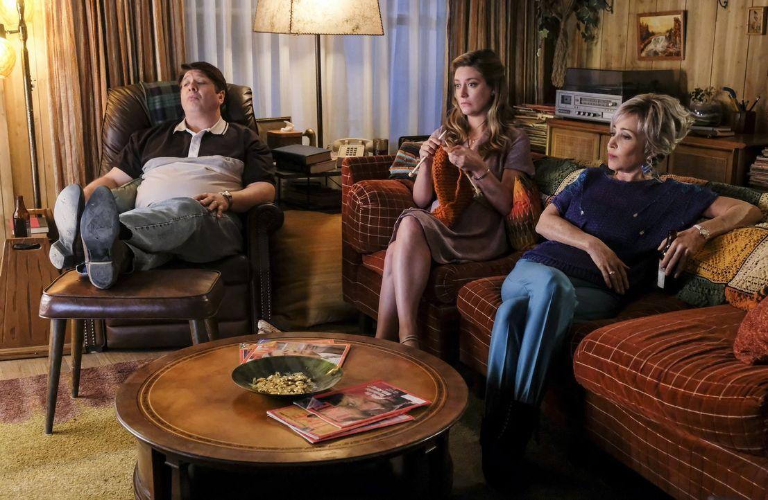 Sind mehr als erstaunt, als Sheldon ihnen eröffnet, dass er mehr als nur die Baptisten Religion seiner Mutter studieren will: George (Lance Barber,... - Bildquelle: Warner Bros.
