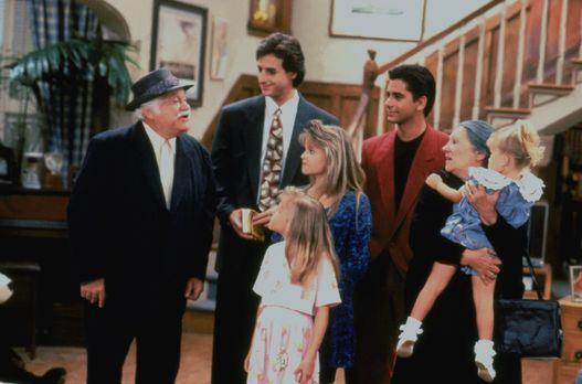 Full House - Als Jesses (John Stamos, 3.v.r.) Großeltern Iorgos (Jack Krusche...