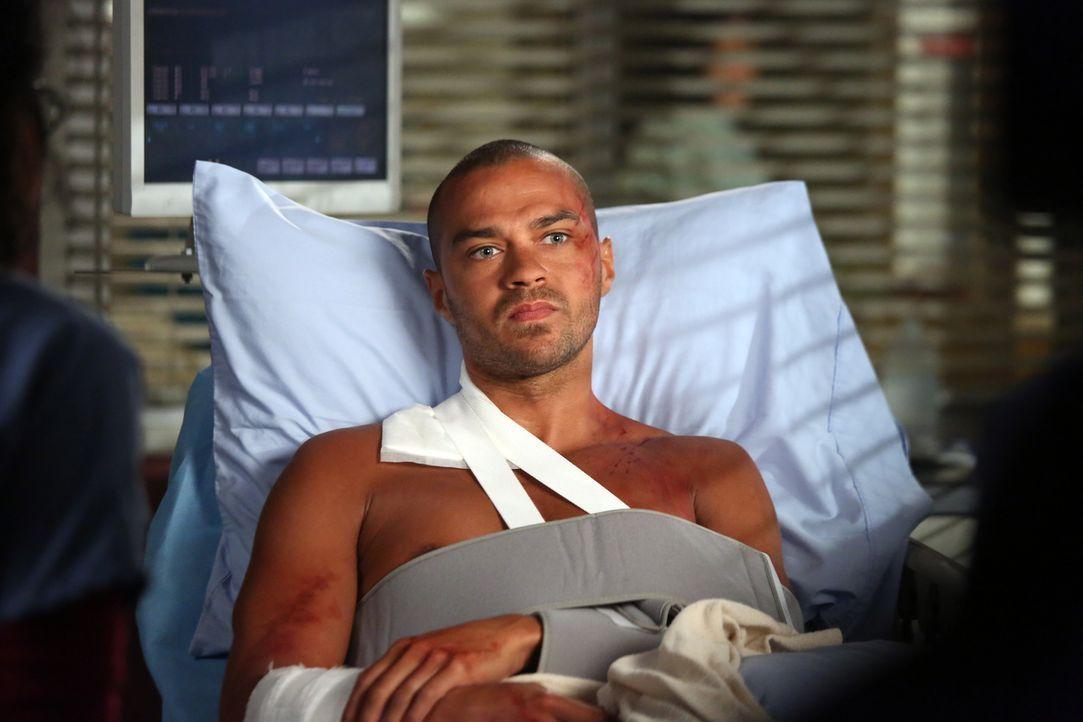 Während eines mutigen Einsatzes im Sturm wurde Jackson (Jesse Williams) schwer verletzt ... - Bildquelle: ABC Studios