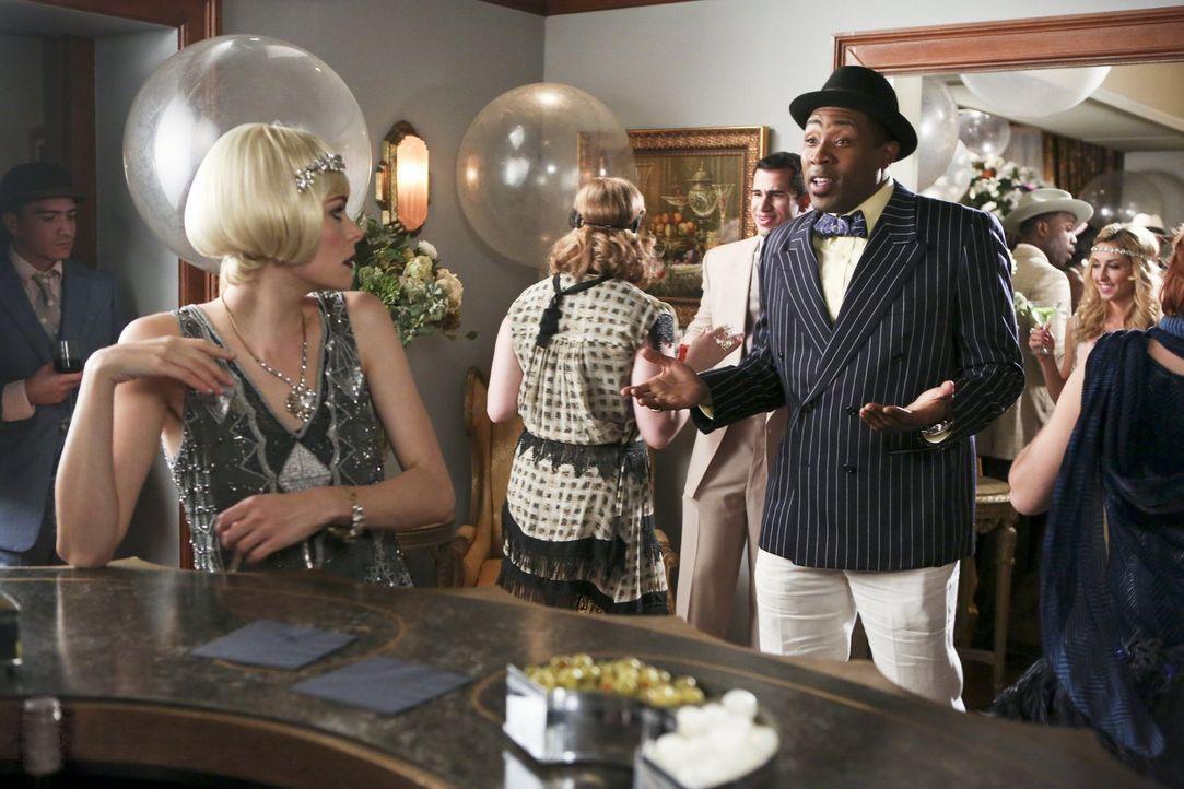 Bei ihrer Rückkehr stößt Lemon (Jaime King, l.) auf unerwartete Probleme, da kann auch die Willkommensparty von Brick und Levon (Cress Williams, r.)... - Bildquelle: Warner Brothers