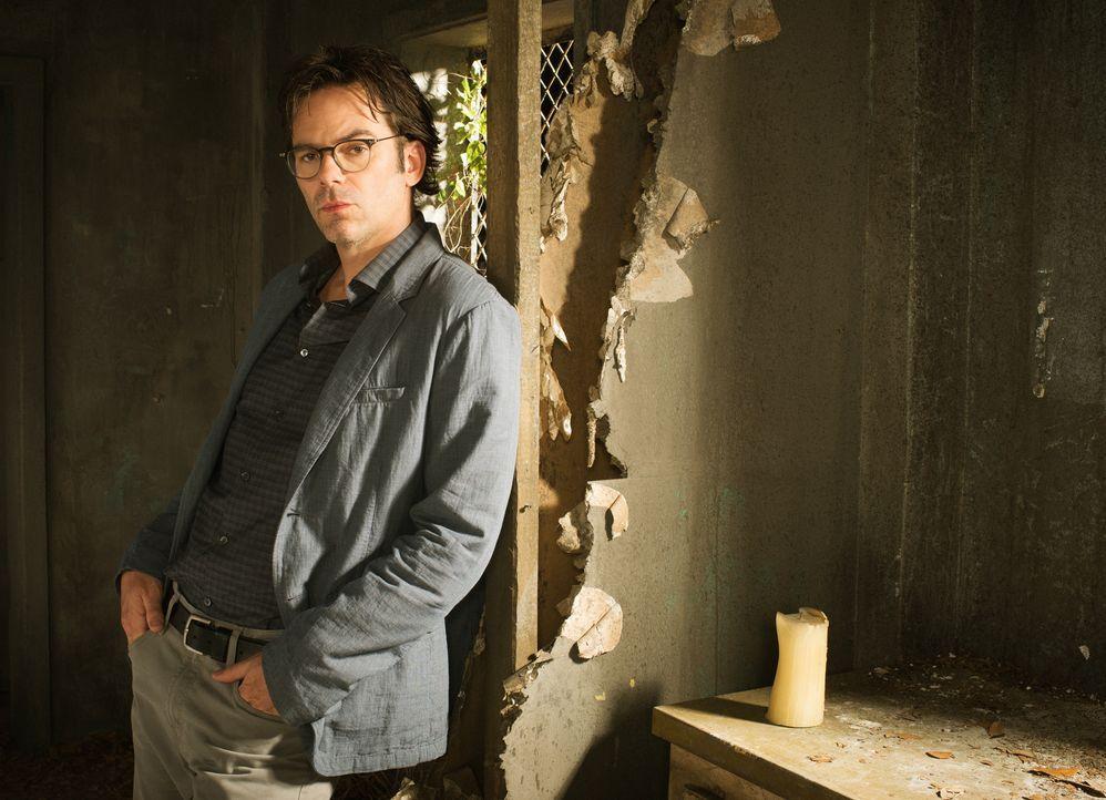 (1. Staffel) - Zusammen mit der Journalistin Jamie macht sich Mitch (Billy Burke) auf Erkundungstour ... - Bildquelle: Timothy Kuratek 2015 CBS Broadcasting Inc. All Rights Reserved.