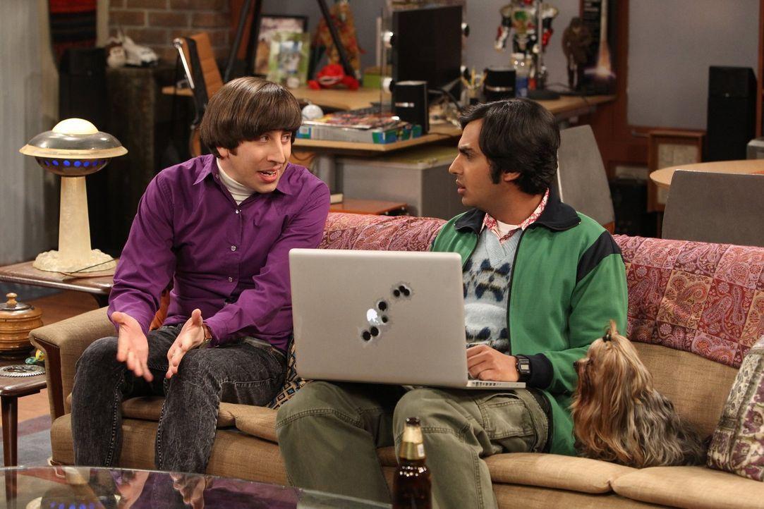 Machen eine schockierende Entdeckung im Internet: Raj (Kunal Nayyar, r.) und Howard (Simon Helberg, l.) ... - Bildquelle: Warner Bros. Television