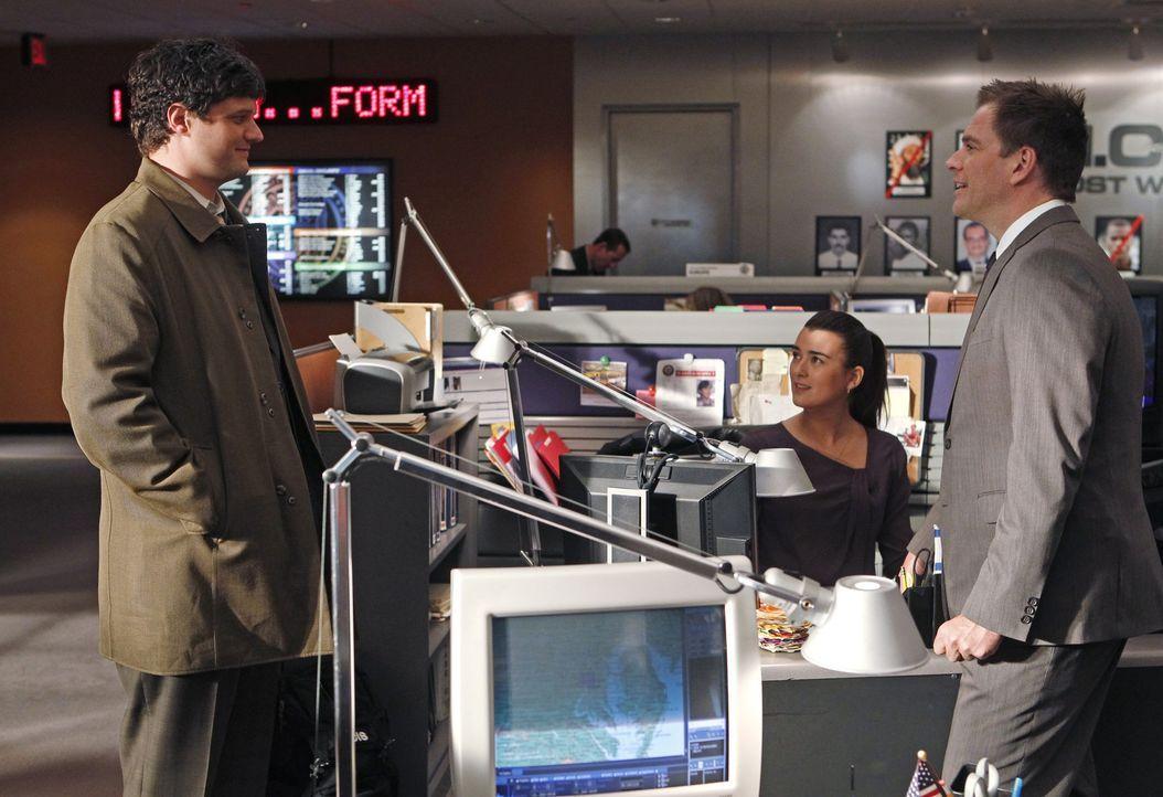 Ned Dorneget (Matt Jones, l.), Agent auf Probe, schleimt sich bei Gibbs ein, um Mitglied des Teams werden zu dürfen. Doch was halten Ziva (Cote de P... - Bildquelle: CBS International Television (ehem: Paramount Pictures International)