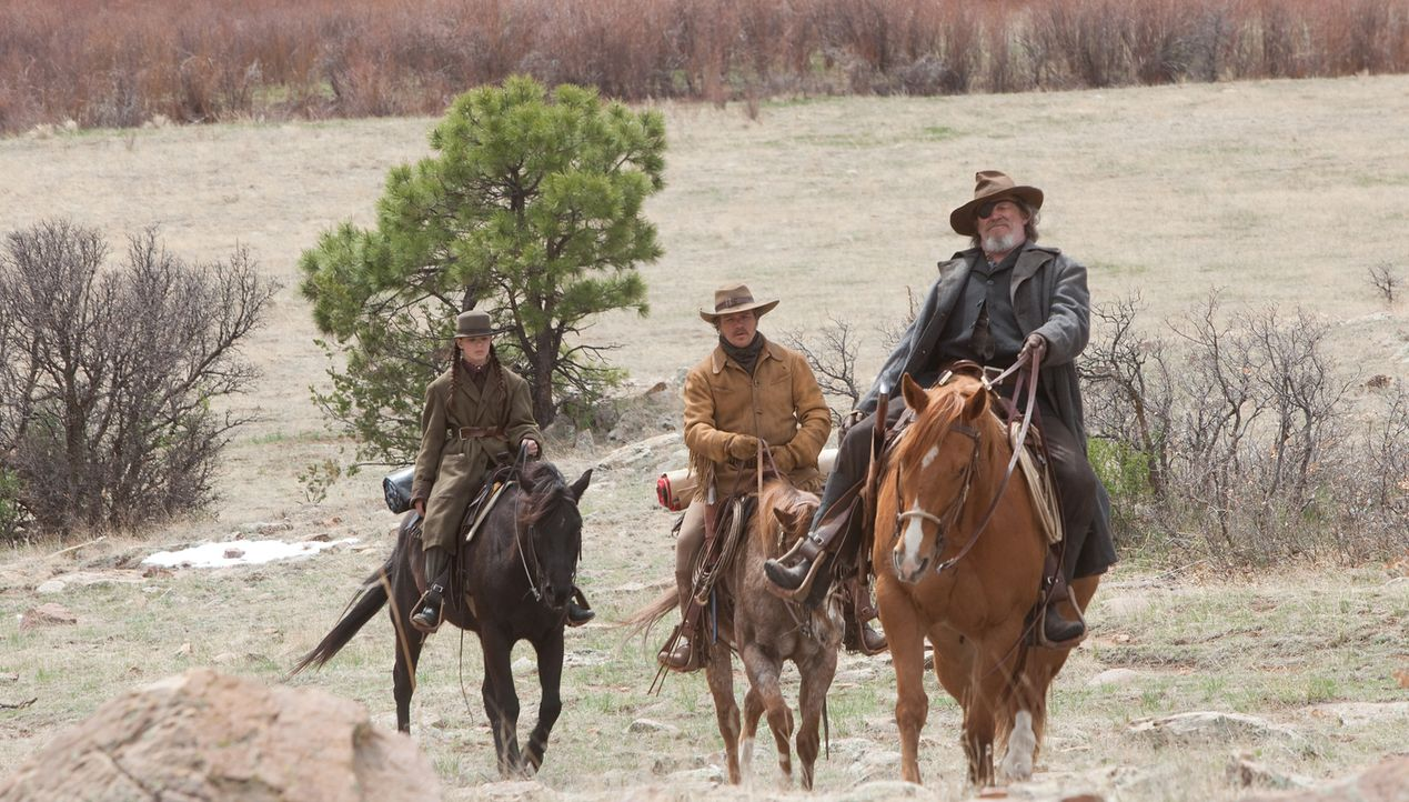 Gemeinsam mit dem abgehalfterten Marshall Rooster Cogburn (Jeff Bridges, r.) macht sich Mattie Ross (Hailee Steinfeld, l.) auf die gefährliche Jagd... - Bildquelle: (2010) PARAMOUNT PICTURES. All rights reserved.