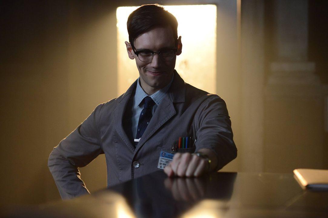 Edward Nygma (Cory Michael Smith) ist weiter von Kristin Kringle angetan, während Theo Galavan seine Pläne, die Unterwelt von Gotham zu beherrschen,... - Bildquelle: Warner Brothers