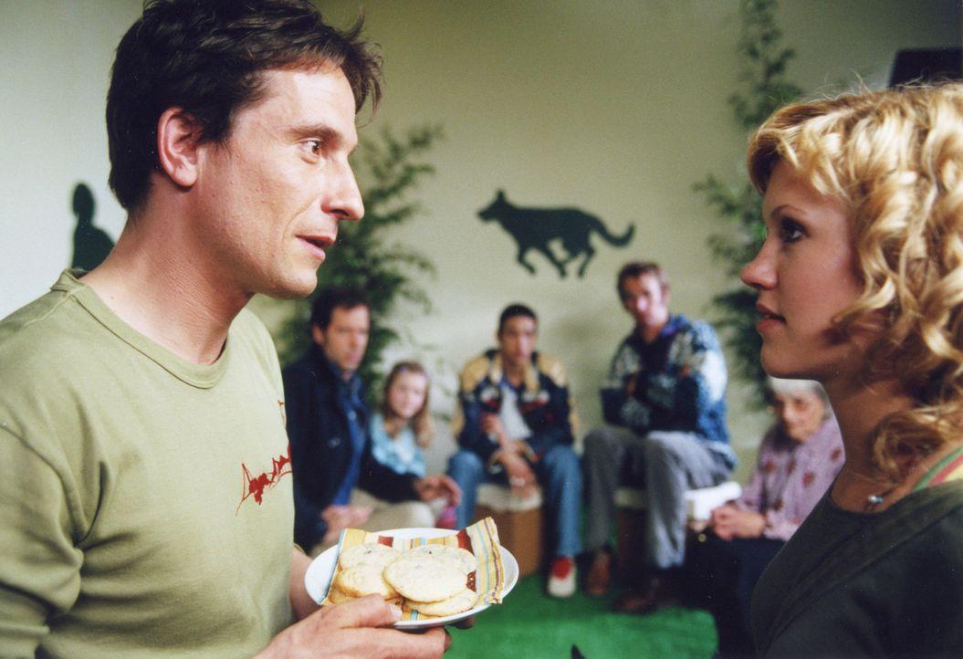 Als Thomas (Oliver Mommsen, l.) Lisa (Wolke Hegenbarth, r.) kennen lernt, ist er sofort an der attraktiven Fotografin interessiert. Doch dann hat er... - Bildquelle: Erika Hauri ProSieben