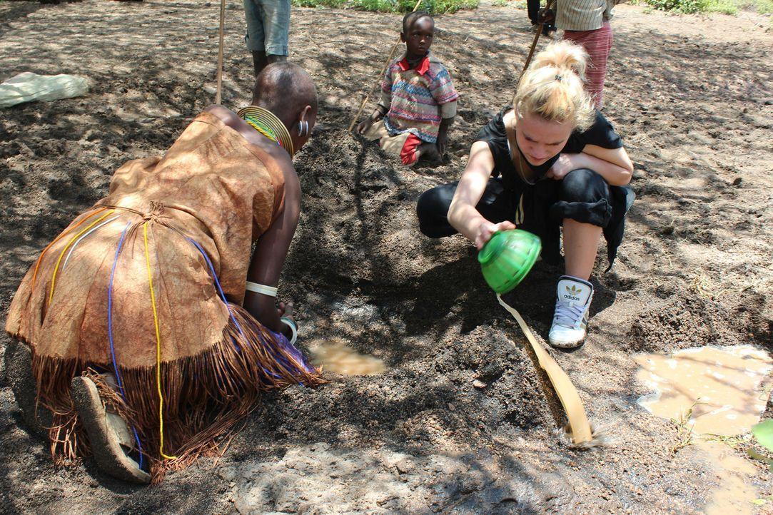 Monique muss erkennen, dass der  Alltag  in der Wildnis Afrikas ein täglicher Kampf ums Überleben ist ... - Bildquelle: kabel eins