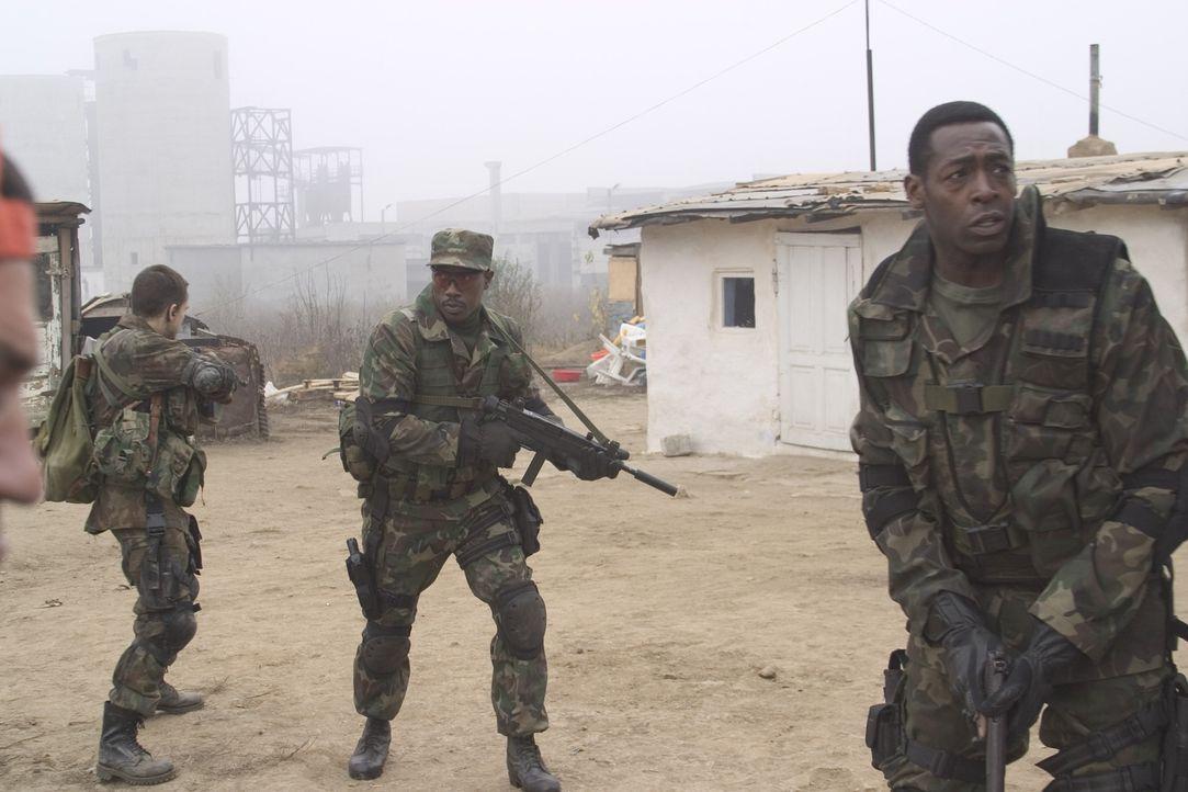Tschetschenische Kämpfer bringen unter Führung eines russischen Ex-Soldaten ein russisches Atomkraftwerk in ihre Gewalt. Nun fordert die russische R... - Bildquelle: Sony 2007 CPT Holdings, Inc.  All Rights Reserved.