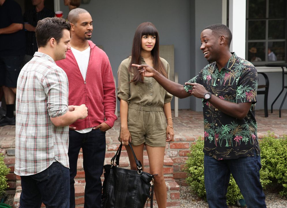 Winston (Lamorne Morris, l.) möchte eigentlich einen guten Eindruck bei seinen Kollegen von der Polizeiakademie hinterlassen, doch dann tauchen Cece... - Bildquelle: 2014 Twentieth Century Fox Film Corporation. All rights reserved.