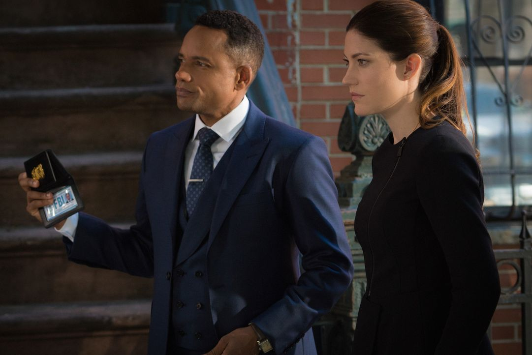 Zusammen mit Brian, versuchen sie einen neuen Fall zu lösen: Rebecca (Jennifer Carpenter, r.) und Boyle (Hill Harper, l.) ... - Bildquelle: 2015 CBS Broadcasting, Inc. All Rights Reserved