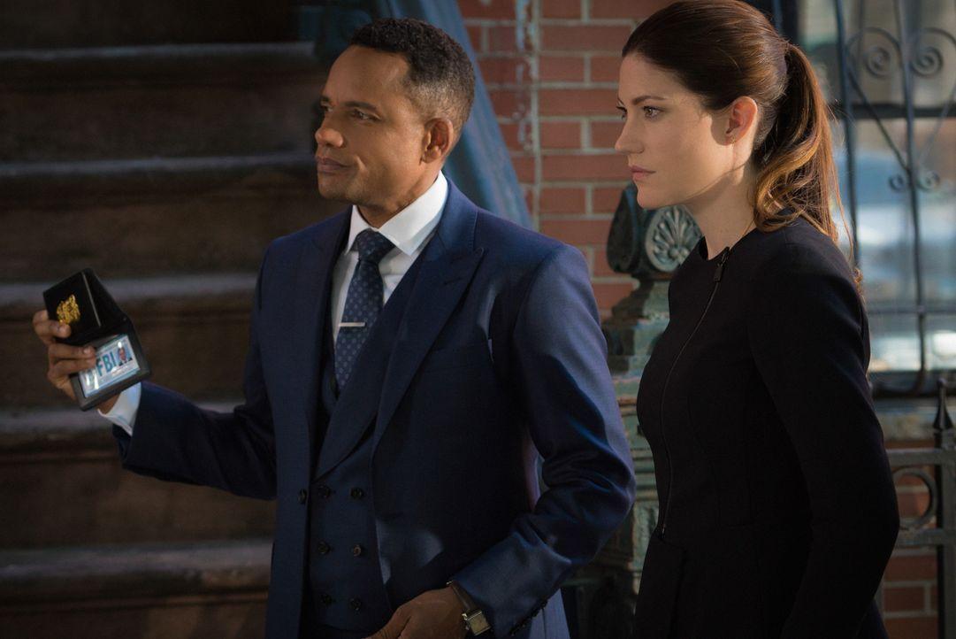 Zusammen mit Brian, versuchen sie einen neuen Fall zu lösen: Rebecca (Jennifer Carpenter, r.) und Boyle (Hill Harper, l.) ... - Bildquelle: 2015 CBS Broadcasting, Inc. All Rights Reserved