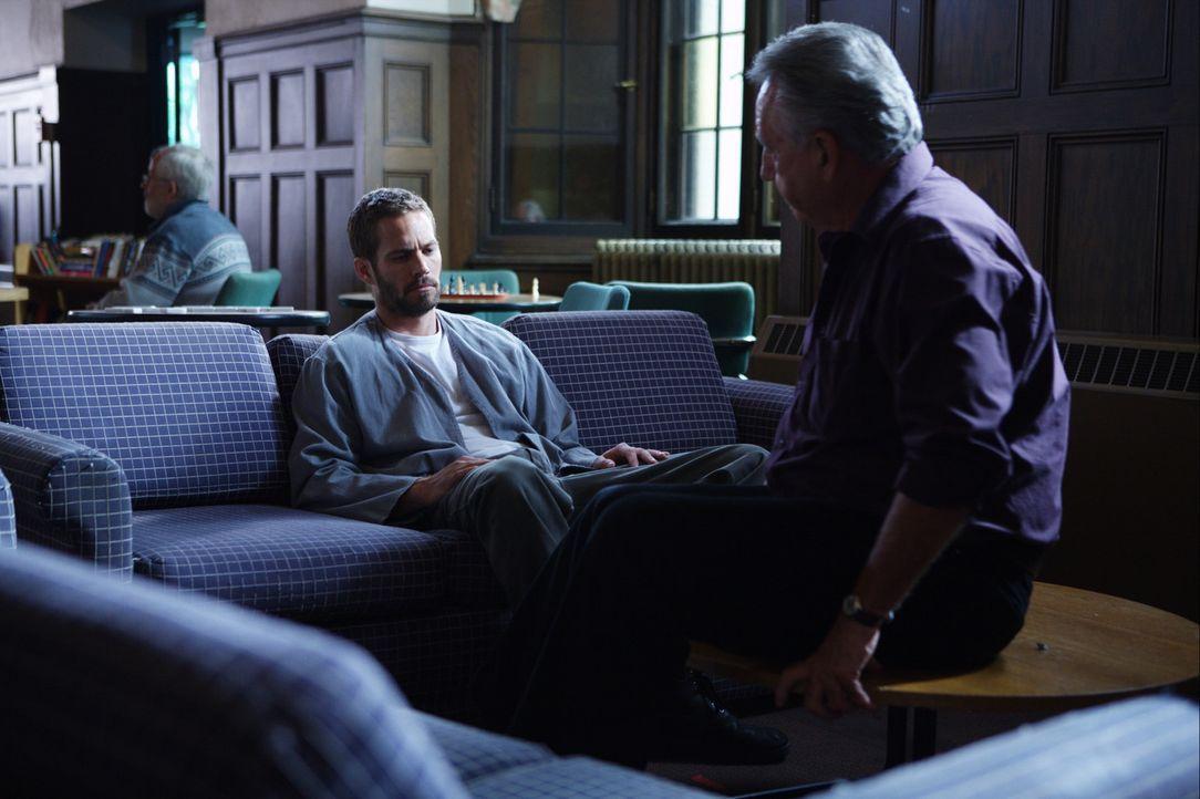 Anstatt nach der Vollstreckung des Todesurteils im Jenseits aufzuwachen, findet sich Ben (Paul Walker, l.) in einer psychiatrischen Klinik wieder -... - Bildquelle: 2008 Medea Capital LLC. All Rights Reserved.