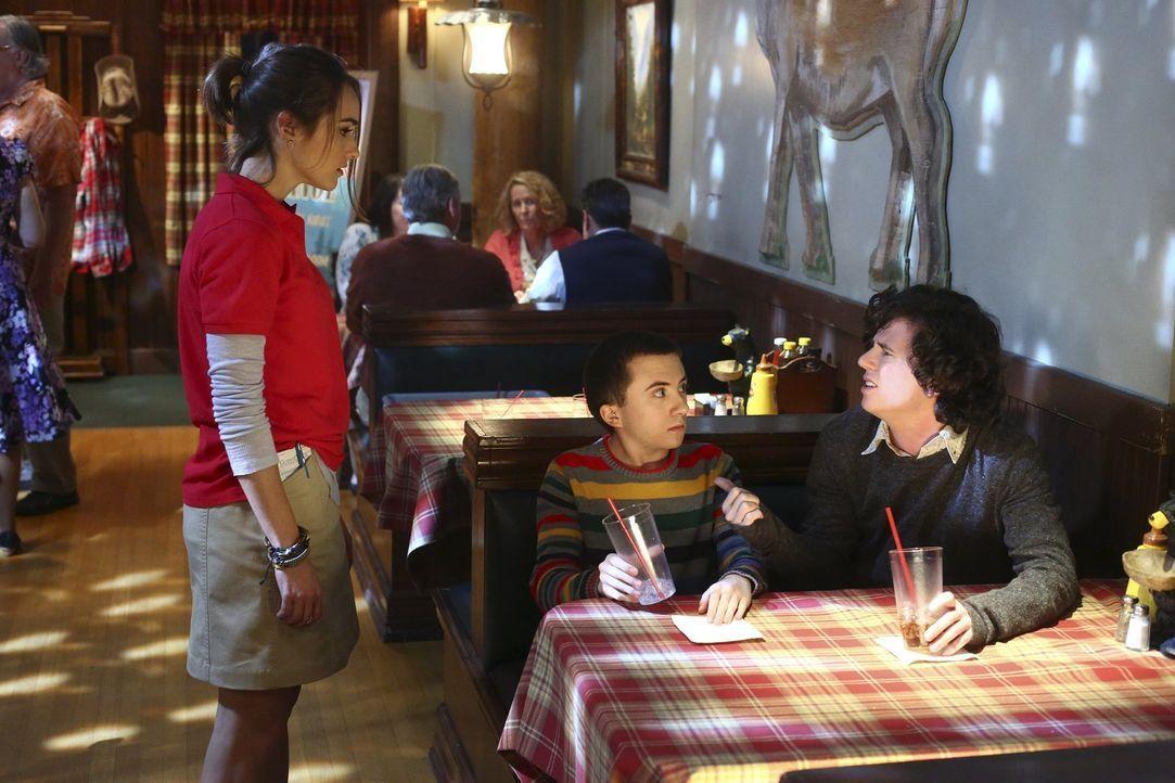 Zoe (Sigrid Owen, l.); Brick (Atticus Shaffer, M.); Axl (Charlie McDermott, r.) - Bildquelle: Warner Brothers