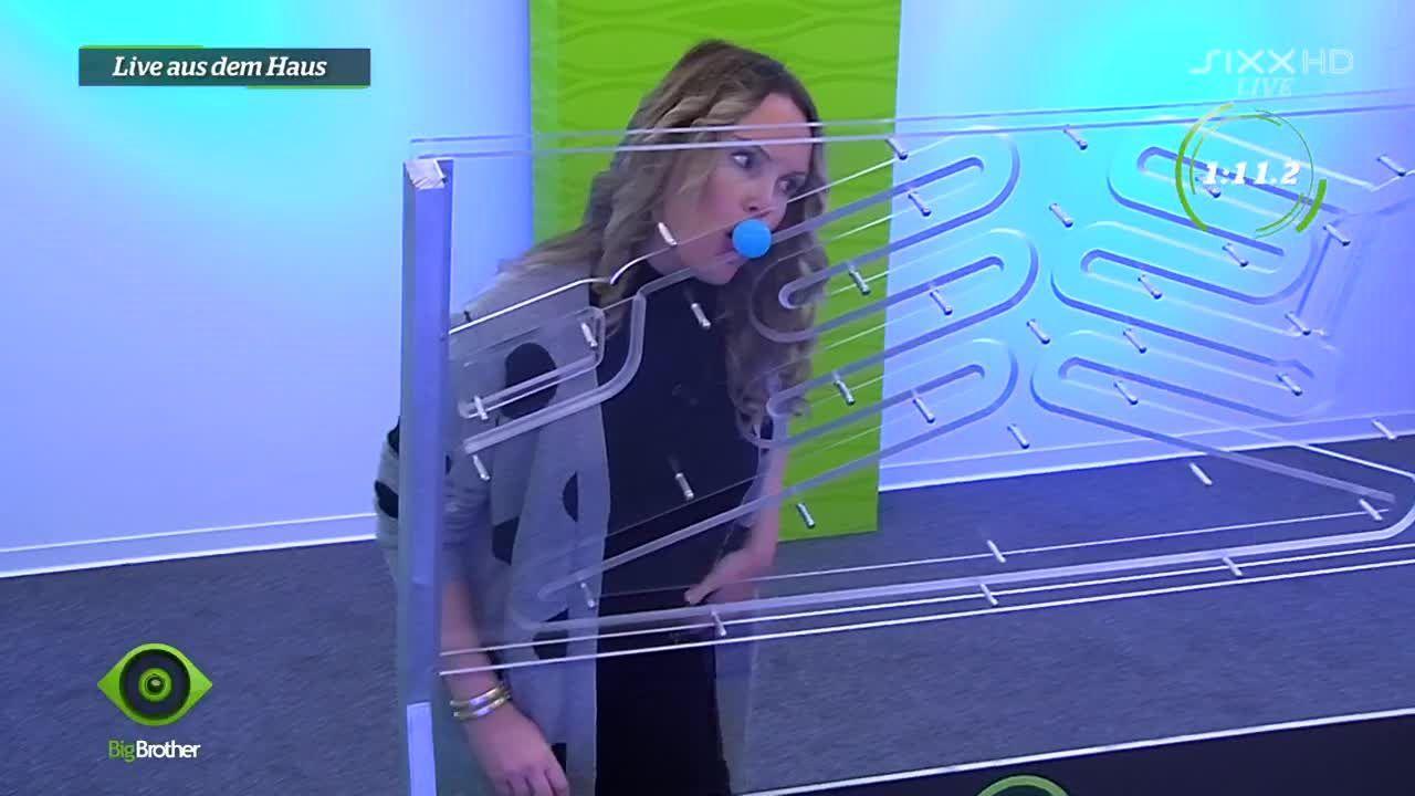 Bianca verzweifelt bei der Leck-Ball-Aufgabe - Bildquelle: sixx