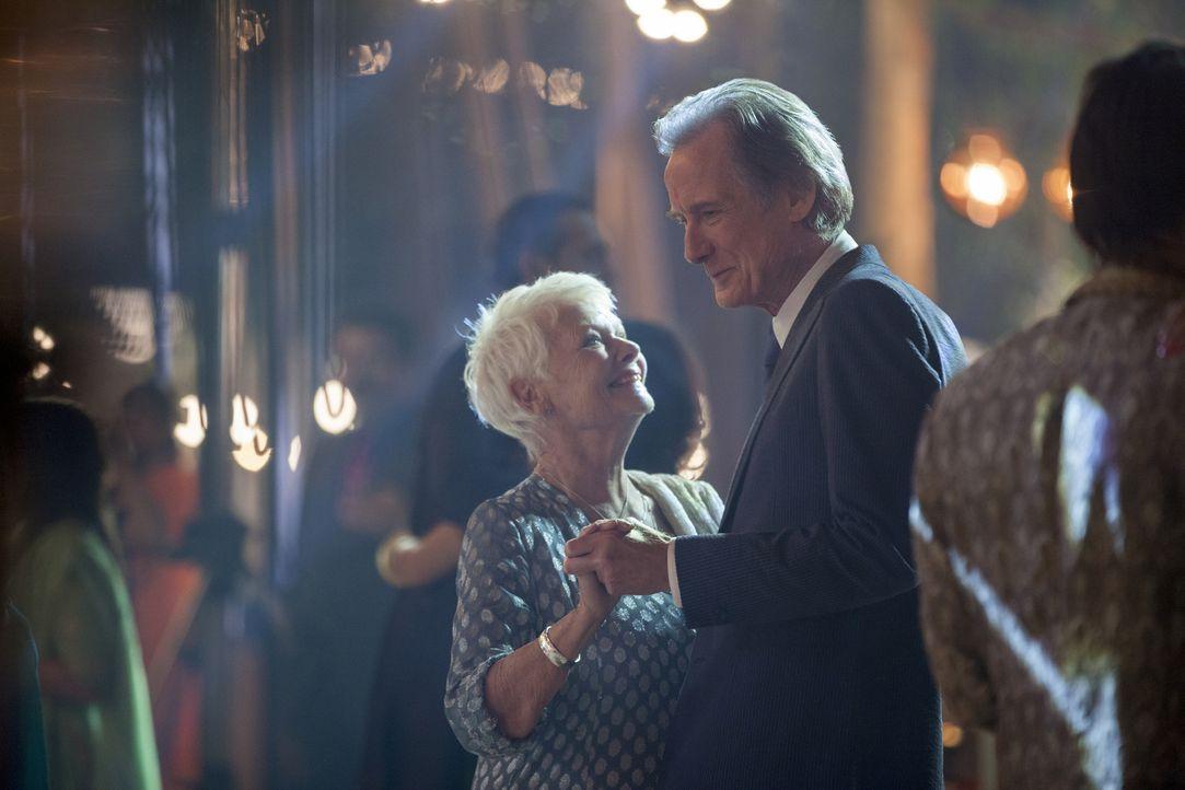 Werden Evelyn (Judi Dench, l.) und Douglas (Bill Nighy, r.) endlich den Mut finden, sich ihre Liebe zu gestehen? - Bildquelle: Laurie Sparham 2015 Twentieth Century Fox Film Corporation.  All rights reserved.
