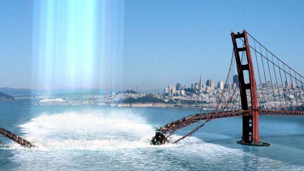 Aus unbekannten Gründen bricht in San Francisco die Golden Gate Brücke in sic...
