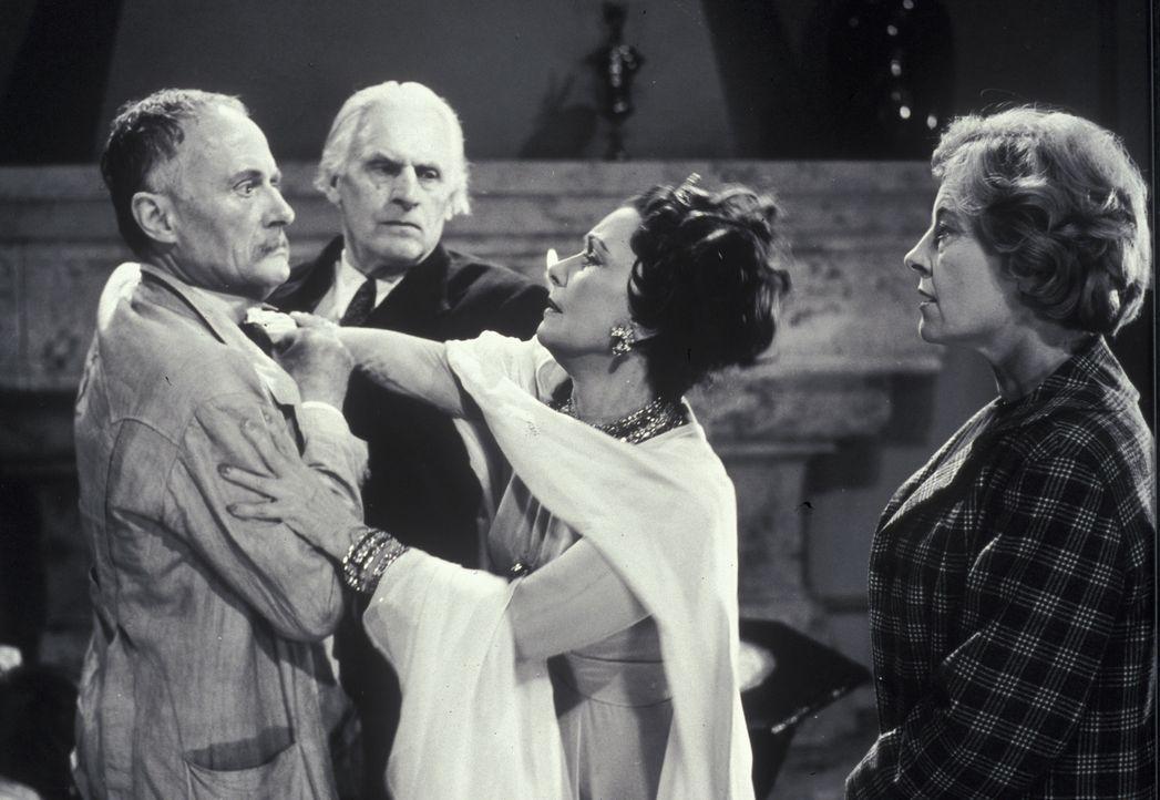 Dr. Tappat (Rudolf Fernau, l.), Mr. Shaddle (Fritz Rasp, 2.v.l.) und Mary Pinder (Marianne Hoppe, r.) haben alle Mühe, die aufgebrachte Gräfin (Lil... - Bildquelle: Constantin Film