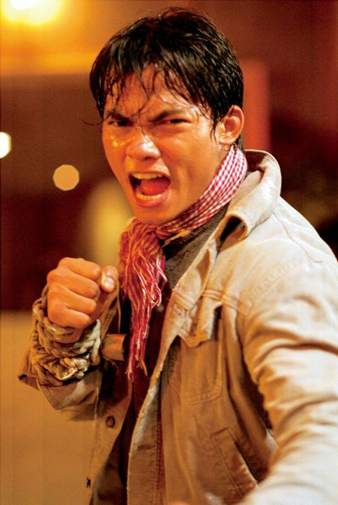 Kham (Tony Jaa) ist auf der Suche nach den Hintermännern der Entführung - und schlittert geradewegs in einen Mordfall hinein ... - Bildquelle: e-m-s the DVD-Company