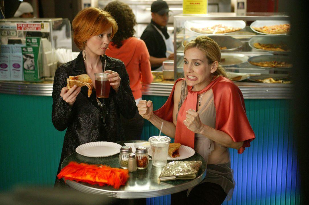 Miranda (Cynthia Nixon, l.) ist unglücklich, weil Steve sie nicht mehr liebt. Carrie (Sarah Jessica Parker, r.) dagegen kann ihrem unspektakulären... - Bildquelle: Paramount Pictures