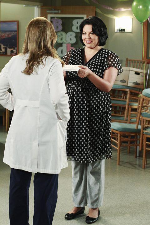 Callie (Sara Ramirez, r.) hat eine ganz besondere Überraschung für Arizona (Jessica Capshaw, l.). Doch die endet völlig anders als geplant ... - Bildquelle: ABC Studios