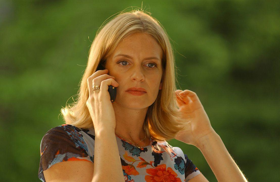 Als die zweifache Mutter Julie Kant (Gunda Ebert) erfährt, dass Noch-Ehemann Tom ihr Haus und Hof wegnehmen möchte, lässt sie sich zu einer folge... - Bildquelle: Elke Werner ProSieben