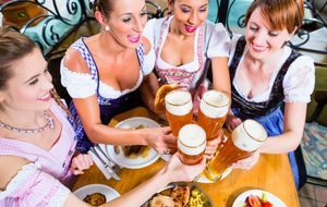 Oktoberfest-Essen_2015_07_17_Oktoberfestbier_Bild 1_fotolia_Kzenon