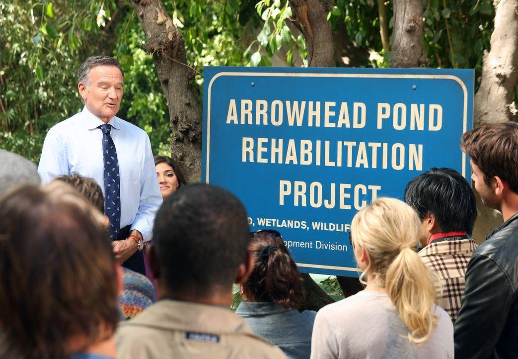 Hat eine ganz besondere Aufgabe für Andrew: Simon (Robin Williams, hinten l.) ... - Bildquelle: 2013 Twentieth Century Fox Film Corporation. All rights reserved.