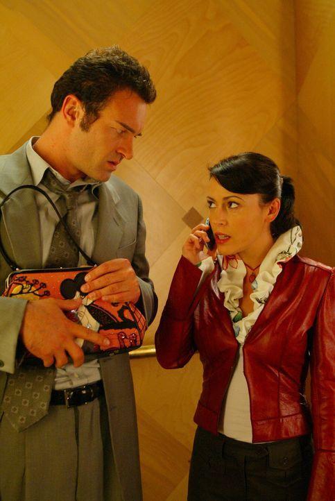 Mit einer besonders starken Machtquelle versucht Cole (Julian McMahon, l.), Phoebe (Alyssa Milano, r.) auf die Seite des Bösen zu ziehen ... - Bildquelle: Paramount International Television
