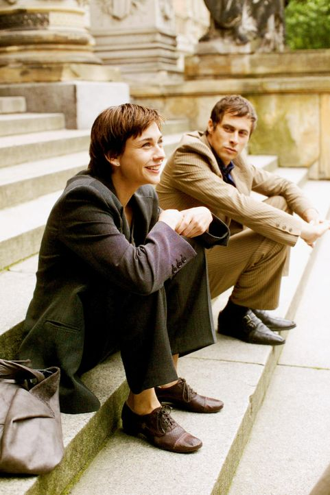 Polas (Christiane Paul, l.) und Felix' (Marc Hosemann, r.) Hochzeitsglocken sind längst verklungen, heute haben sie sich auseinander gelebt und tref... - Bildquelle: Senator Entertainment AG