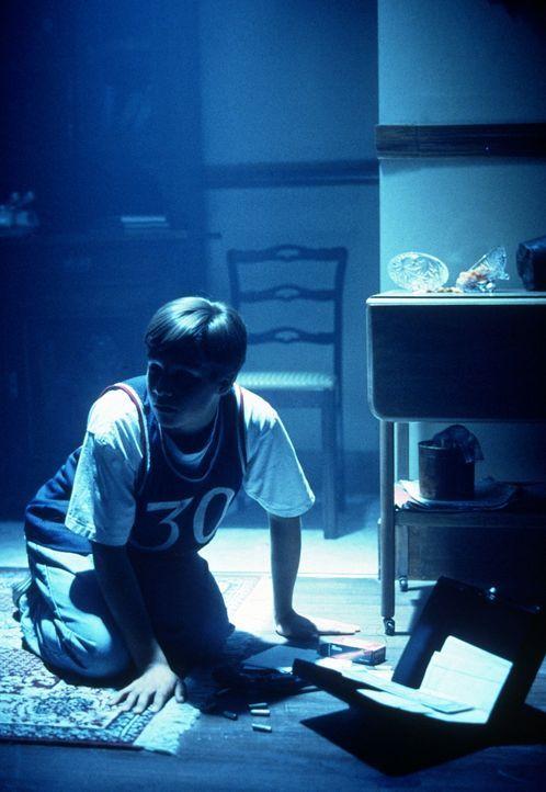 Durch einen gezielten Hinweis stößt Mulder (David Duchovny) in Puerto Rico auf die Spuren von Außerirdischen. - Bildquelle: TM +   2000 Twentieth Century Fox Film Corporation. All Rights Reserved.