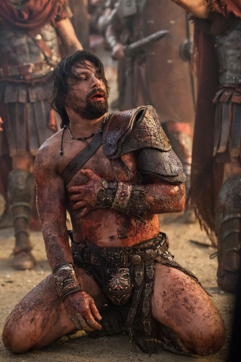 Kurz vor den Toren Roms gelingt es Crixus (Manu Bennett), eine römische Streitmacht zu besiegen. Doch dann tauchen Crassus und seine Armee auf. Nun... - Bildquelle: 2012 Starz Entertainment, LLC. All rights reserved.