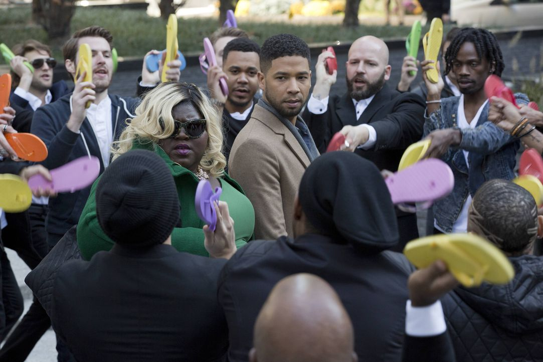 Jamal (Jussie Smollett, M.r.) und Becky (Gabourey Sidibe, M.l.) finden sich in einer unangenehmen Situation wieder, während Hakeem als Empire's CEO... - Bildquelle: Chuck Hodes 2015-2016 Fox and its related entities.  All rights reserved.