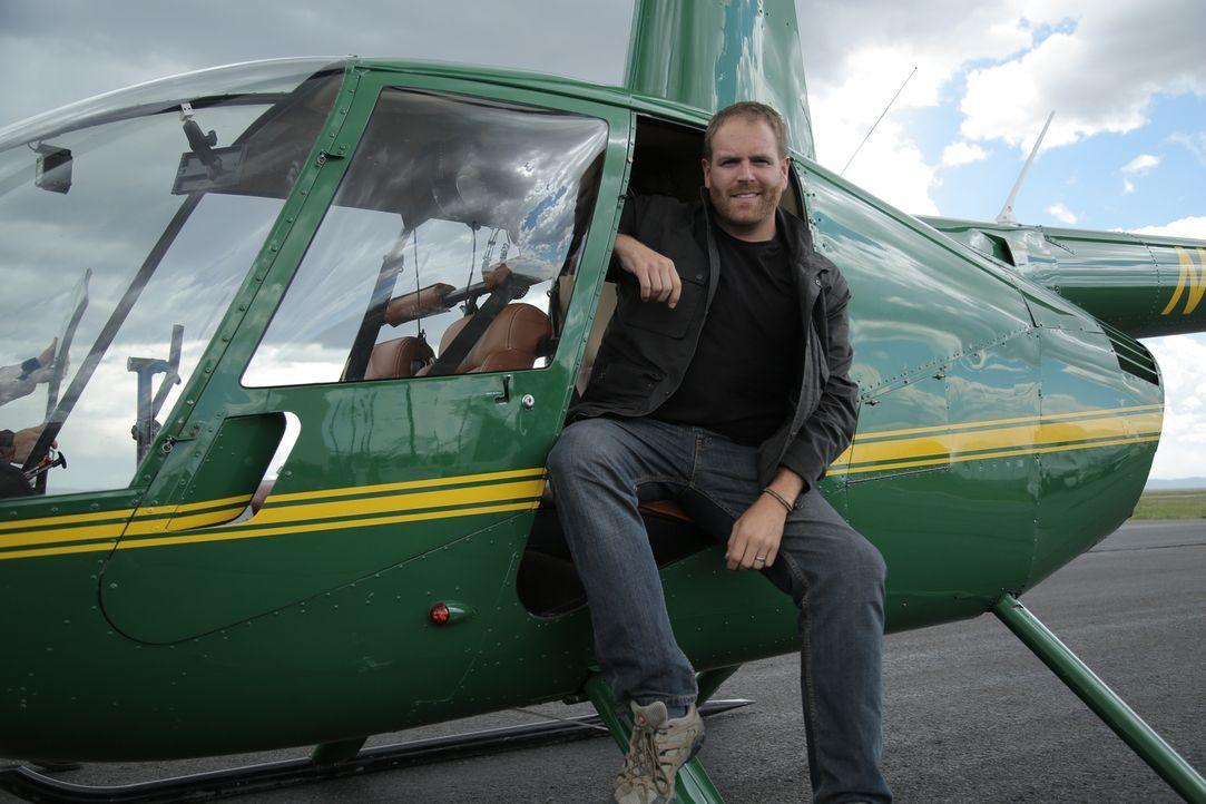 Josh Gates wagt sich mit dem Helikopter in die Luft. Doch wird der Blick von oben ihm wirklich dabei helfen, Forrest Fenns Schatz zu finden? - Bildquelle: 2015,The Travel Channel, L.L.C. All Rights Reserved
