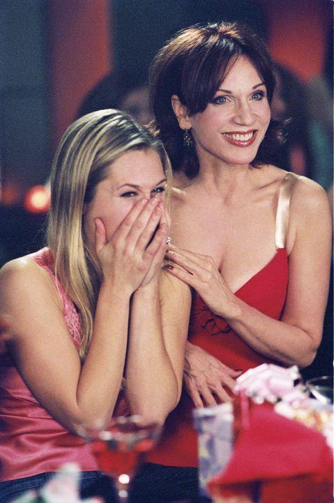 Carol (Marilu Henner, r.) kann nicht glauben, dass ihre Freundin Kelly (Maggie Lawson, l.) ihren langjährigen Freund Michael heiraten will. Mit all... - Bildquelle: ABC Family