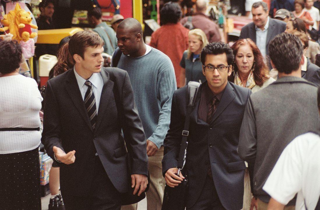Oliver (Ashton Kutcher, l.) und Jeefer (Kal Penn, r.) haben eine außergewöhnliche Geschäftsidee. Doch werden sie damit Erfolg haben? - Bildquelle: Ben Glass & Demmie Todd Touchstone Pictures. All rights reserved