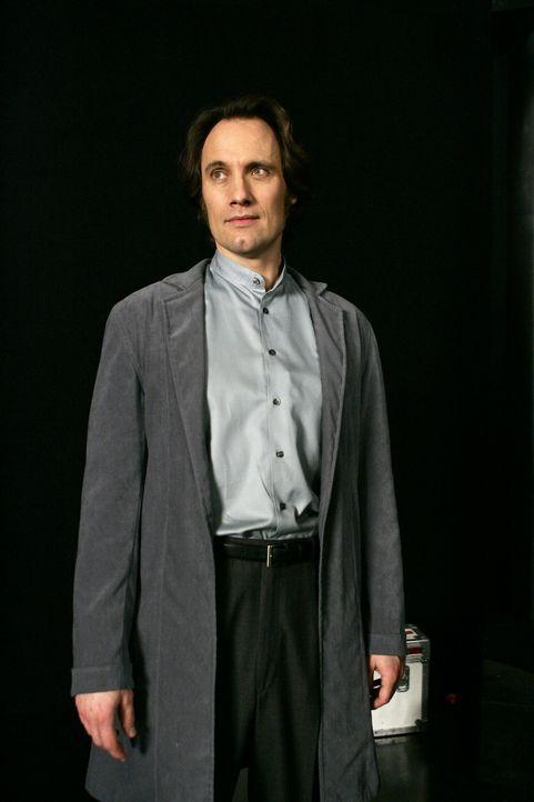 Was führt Dumain (Anthony Cistaro) im Schilde? - Bildquelle: Paramount Pictures
