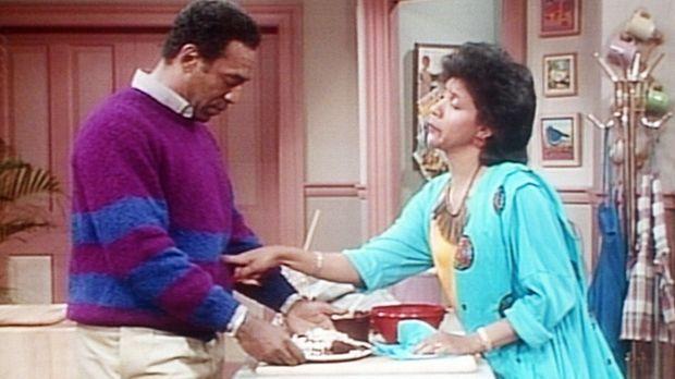 Clair (Phylicia Rashad, r.) ist erstaunt, wie Cliff (Bill Cosby, l.) derartig...