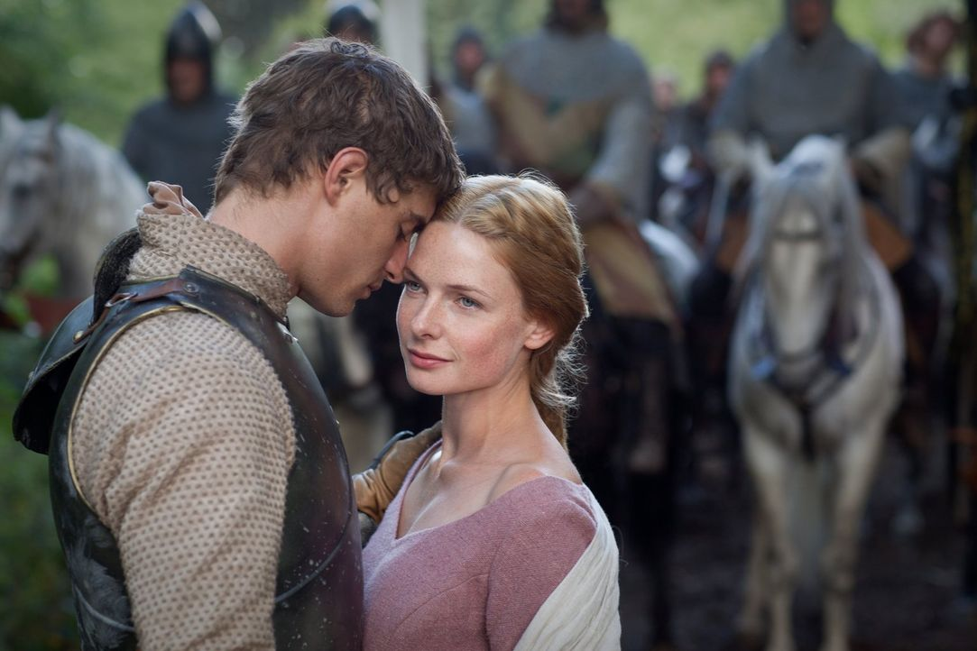 Hat ihre Liebe eine Chance? König Edward IV (Max Irons, l.) und Elizabeth Woodville (Rebecca Ferguson, r.) stammen aus verfeindeten Adelshäusern,... - Bildquelle: 2013 Starz Entertainment LLC, All rights reserved