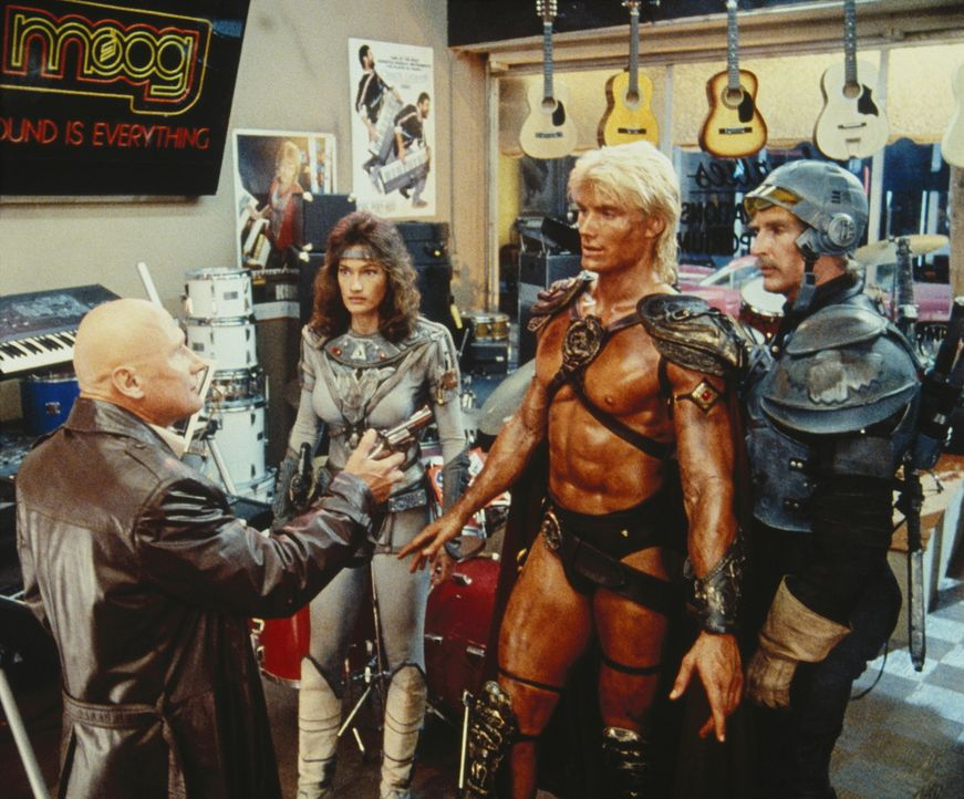 In ihrem Kampf gegen den finsteren Herrscher Skeletor stellt sich He-Man (Dolph Lundgren, 2.v.r.), Teela (Chelsea Field, 2.v.l.) und Duncan (Jon Cyp... - Bildquelle: CANNON FILMS INC. AND CANNON INTERNATIONAL B. V